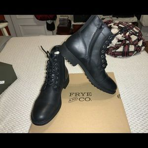 NWT FRYE men's CODY black boots.  Zippered 11.